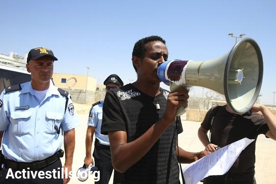 A refugee activist, Isayas Teklebrhan, at a demonstration in Saharonim detention center in the Negev, August 31, 2012 (photo: Activestills)
