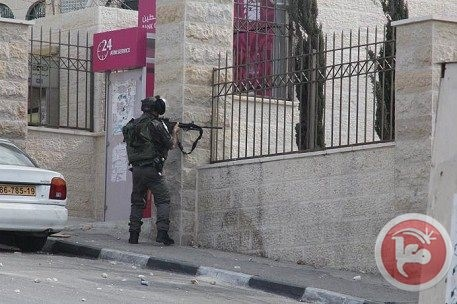 Israeli occupation forces shot 40 Palestinians including a large number of university students on Sunday, November 17, 2013 (Photo: Ma'an)