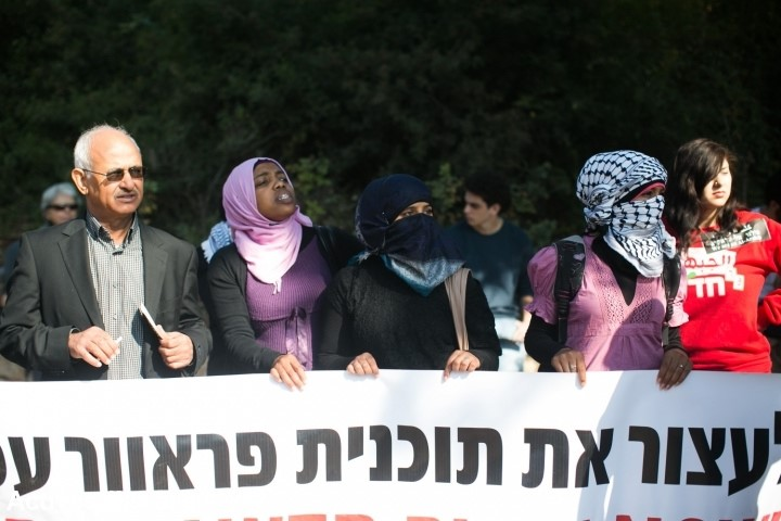 Several Arab-Bedouins who live in the Negev desert and Hadash activists demonstrated in front of the Knesset - the Israeli Parliament – and the Supreme Court in Jerusalem against the Prawer-Begin plan and the eviction from Umm al-Hiran on November 20, 2013 (Photo: Activestills)