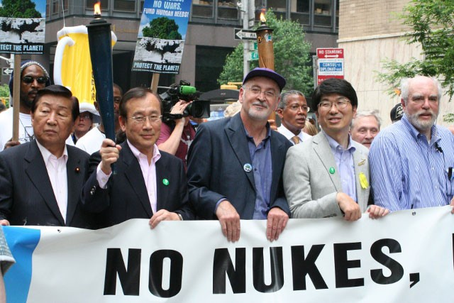 Issam Makhoul (in the middle of the picture) in a demonstration against nuclear weapons in New York (photo: United Nations)