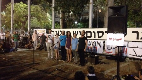 The artists' protest against Gaza op in Rabin Square in Tel Aviv (Photo: Chen Tamir)