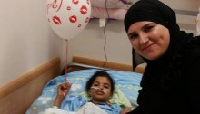 Ayesha Ziadna visited Maram Wakili, who is still in the hospital after a severe injury from a rocket hit in the Bedouin unrecognized village of Al-Makimen (Photo: Negev Coexistence Forum)