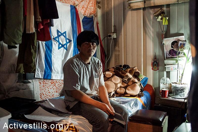 Thai agricultural worker in Israel (Photo: Activestills)