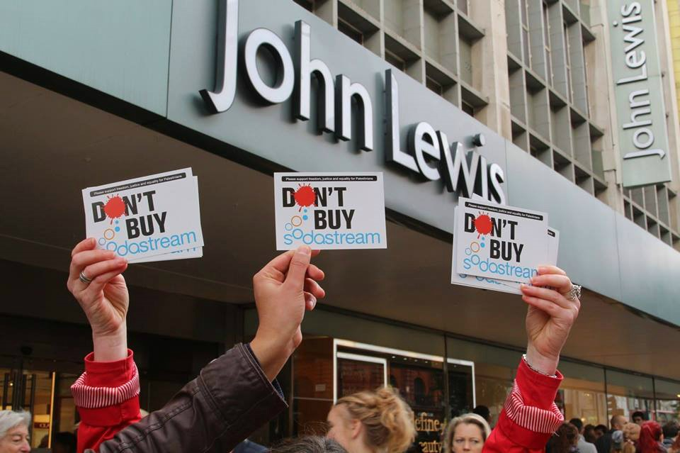 A protest against SodaStream outside of John Lewis in London, organized by local Palestine Solidarity activists (Photo: Al Ittihad)