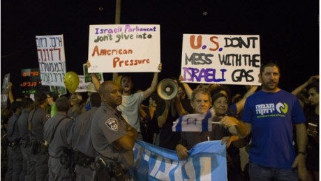 Hundreds protested on Sunday, July 26, in Tel Aviv against US imperialist intervention in the natural gas plan.