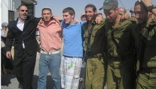 Settlers and occupying soldiers atCarmei Tzur