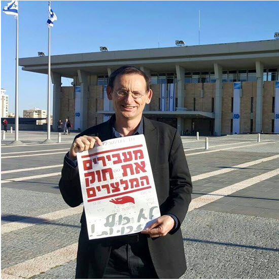 MK Dov Khenin with the bill that would prohibit restaurants in Israel from counting tips for waiters towards their salaries and force management instead to pay them minimum wage