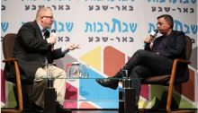 Labor chairman Avi Gabbay (right) during the Shabbat cultural event in Beersheba, last Saturday