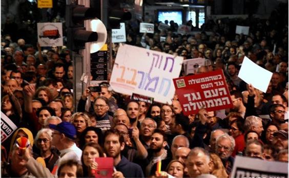 Demonstrators in Tel Aviv against alleged corruption by Prime Minister Benjamin Netanyahu