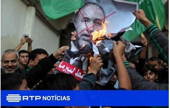 Gazans celebrating after the Lieberman resignation