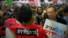 MK Dov Khenin during a demonstration in South Tel-Aviv held against the expulsion of African asylum seekers and refuges, April 2018