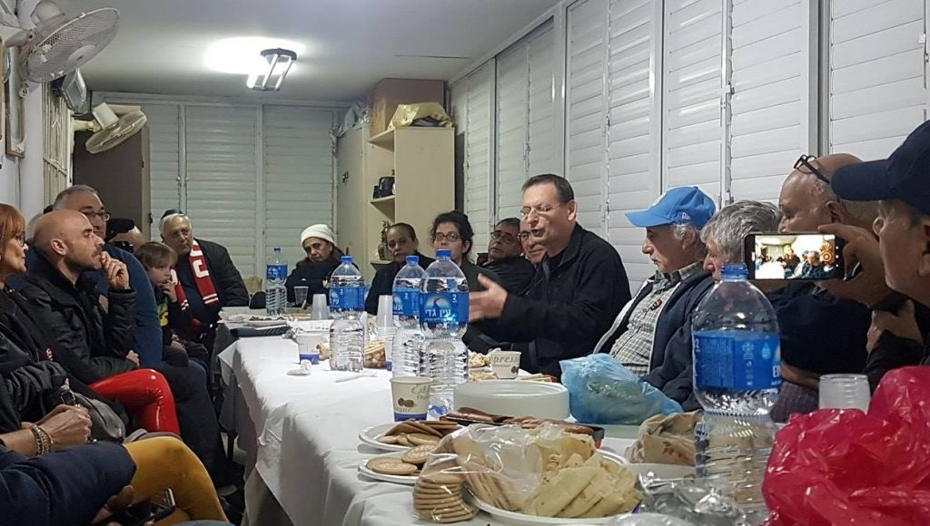 MK Khenin at a meeting with residents in the synagogue of Givat Amal, a working-class neighborhood in north Tel Aviv, January 17, 2019