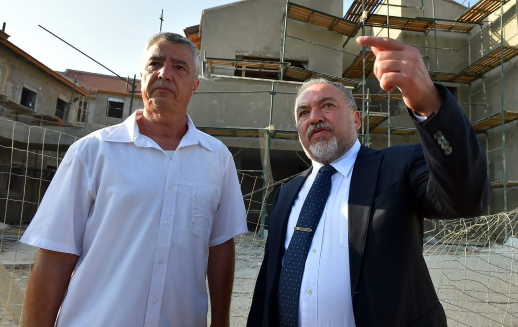 Former Defense Minister Avigdor Liberman (right) tours the Karnei Shomron settlement with local council Chairman Yigal Lahav, October 2, 2018.