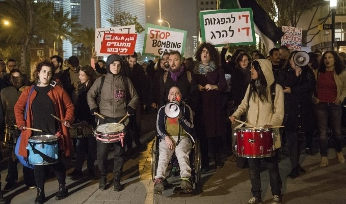 Israeli peace activists protest outside Israel's main military headquarter in Tel Aviv demonstrate in solidarity with Gaza's Great March of Return, March 30, 2019.