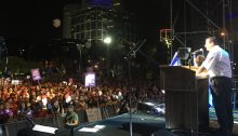 MK Ayman Odeh addresses the mass of demonstrators on Saturday night, May 25, in Tel Aviv.