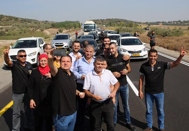 MK Ayman Odeh composes a selfie with other participants in the protest convoy to Jerusalem on Thursday morning, October 10.