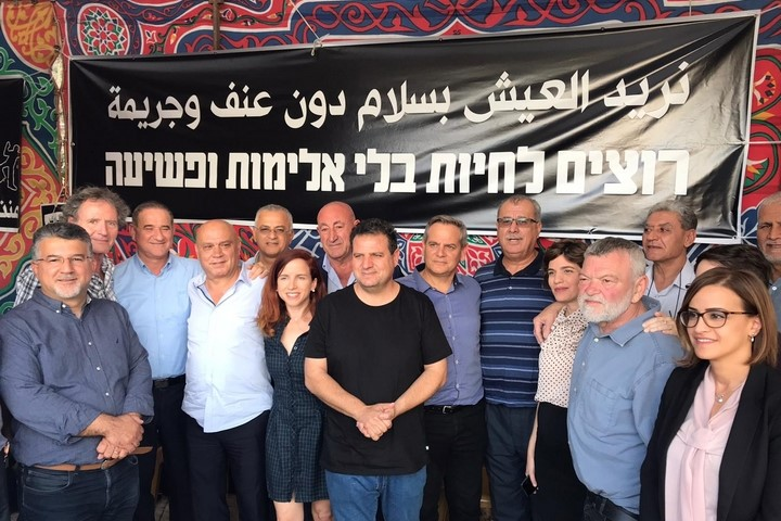 "MKs from several parties joined the protest tent near the Prime Minister's Office in Jerusalem where the hunger strikers were camped out for three days; the banner reads ""We want to live without violence and crime."""