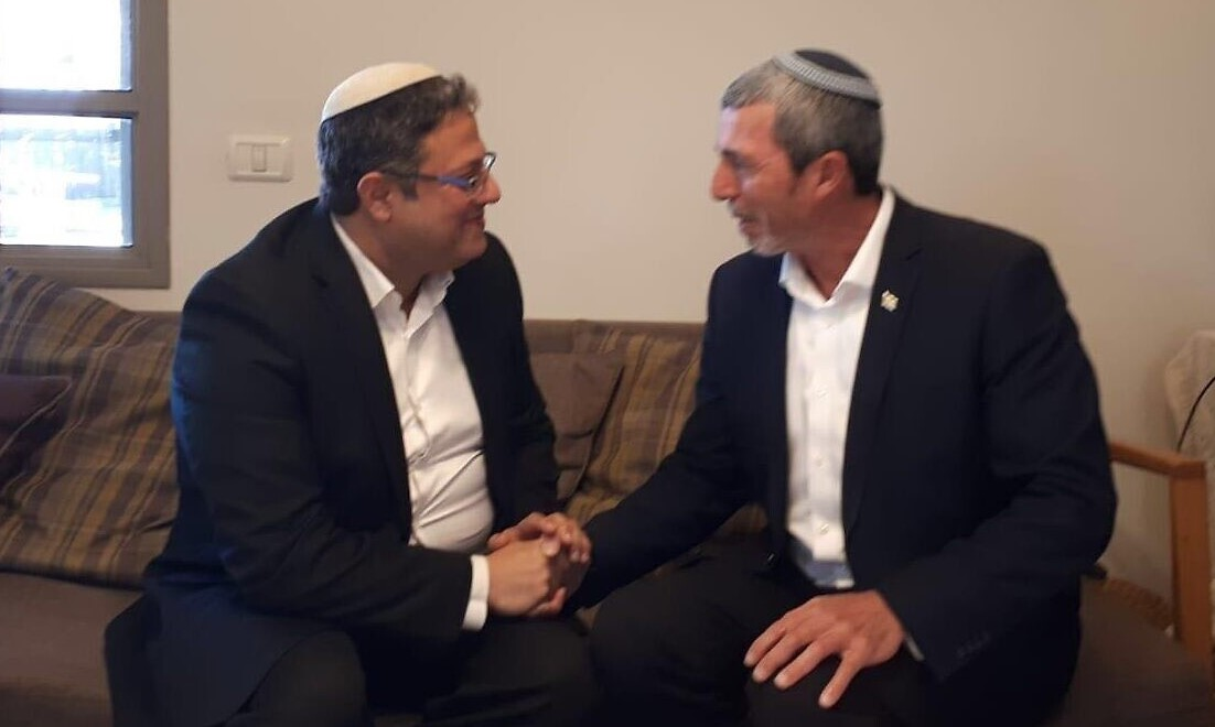 HaBayit HaYehudi leader Rafi Peretz, right, with Itamar Ben Gvir from the racist Otzma Yehudit party following their agreement to run together in the upcoming March elections, Friday, December 20, 2019