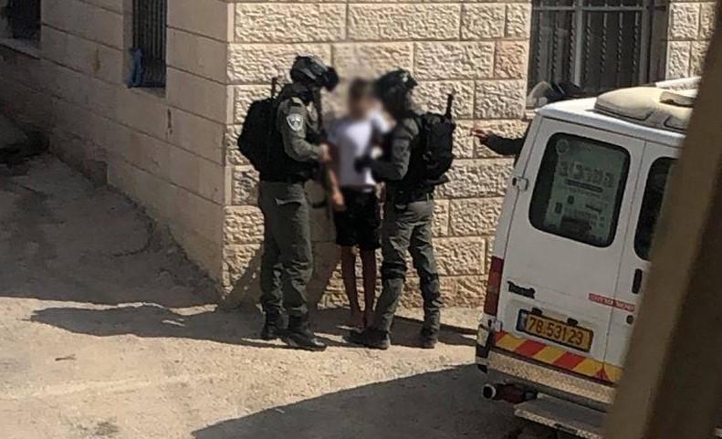Israeli Border Policemen detain a Palestinian youth in Isawiya, September 16, 2019.