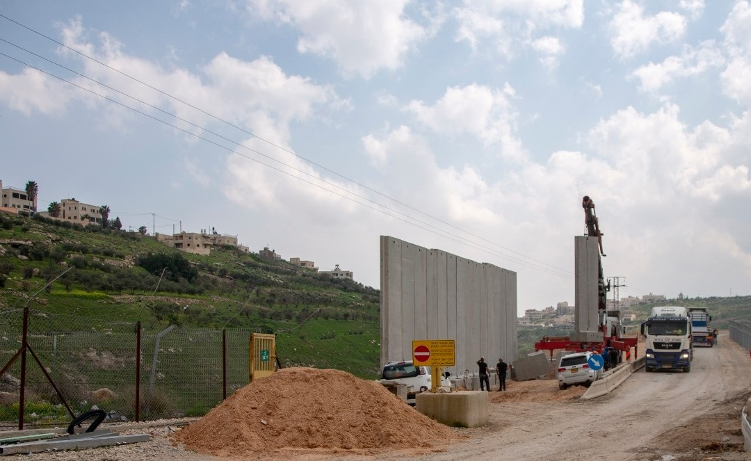 On March 16, Israeli authorities started the construction of a new wall next to the Palestinian town of Sur Bahir in occupied eastern Jerusalem. The wall is expected to surround a new road that will connect Ma'ale Adumim settlement with a number of small settlements east of Jerusalem.