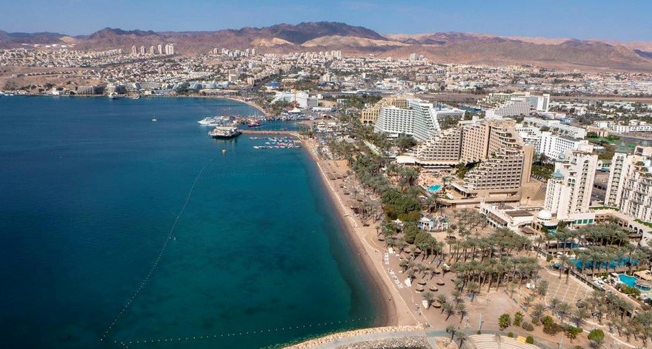 Guestless hotels and empty beaches in the city of Eilat