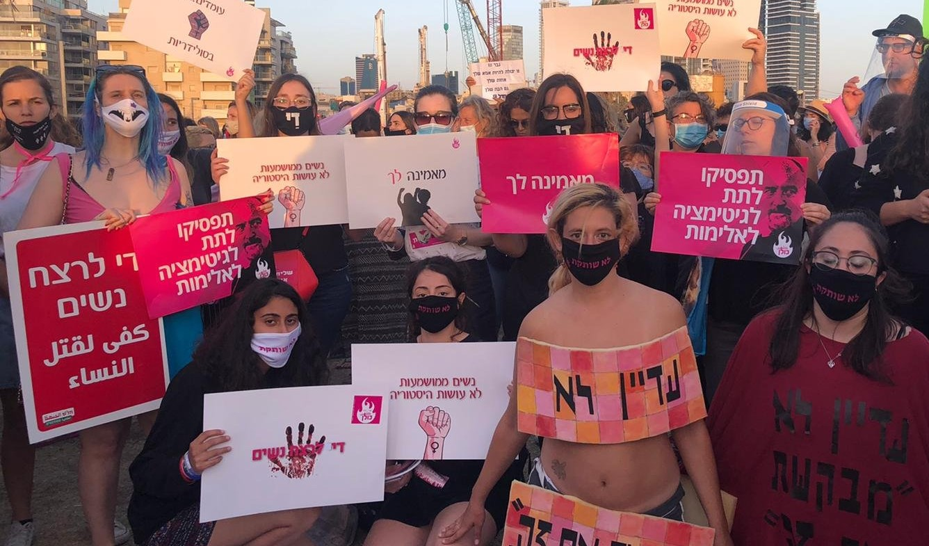 """Protesters gathered on Monday evening, June 1, at Charles Clore Park in Tel Aviv. Among the slogans displayed: """"Enough murder of women!"""" and """"Stop legitimizing violence!"""" (Photo: Kulan)"""