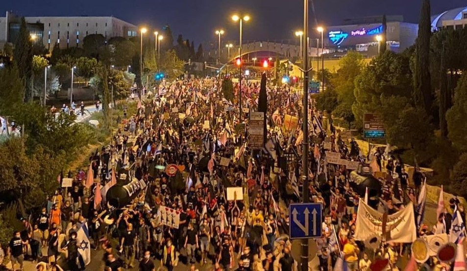 Thousands of protesters participated Saturday night, September 12, in a procession from Jerusalem's Chord Bridge at the western entrance to the city and culminating in Paris Square on Balfour Street where they joined the main rally against Netanyahu.