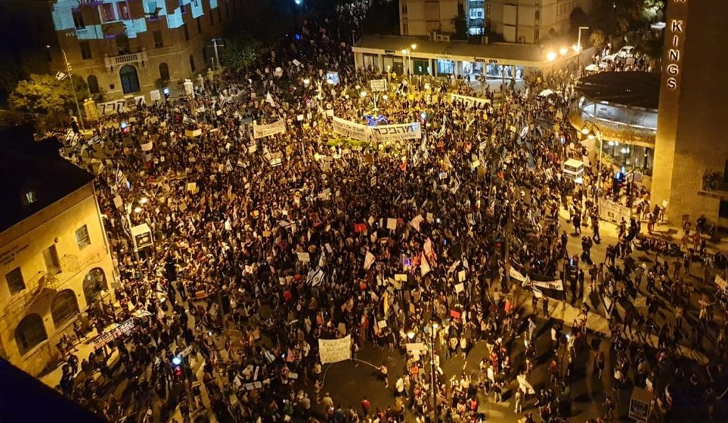 Thousands gathered in Jerusalem's Paris Square for the first major anti-Netanyahu protest since the start of new lockdown, Sunday evening, September 20.