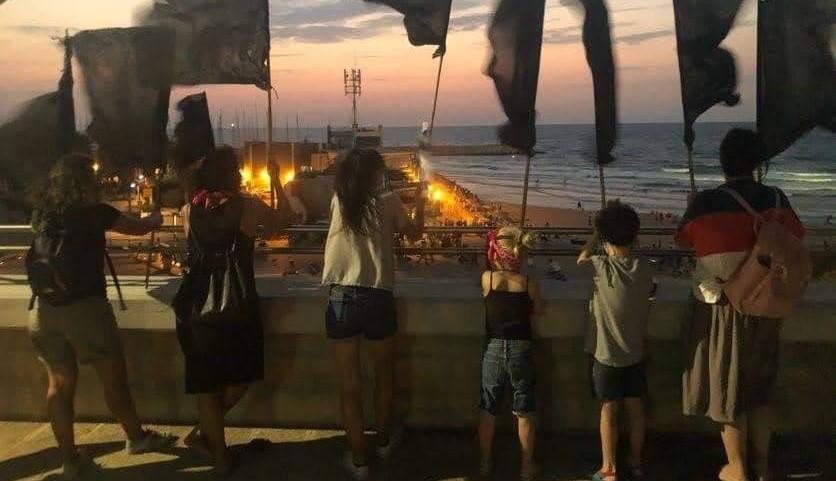 Members of the Black Flag movement demonstrate against Netanyahu towards evening on Thursday, September 17, near the port of Ashdod.