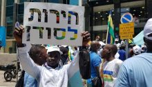 """Sudanese asylum-seekers demonstrate in Tel Aviv in solidarity with the popular ongoing struggle for democracy in their country, June 2019. The sign in Hebrew held aloft reads """"Freedom for Sudan."""""""