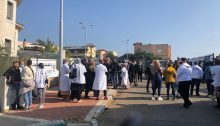 Medical staff, mostly nurses, were removed from the clinic in Umm al-Fahm two hours before the arrival of Prime Minister Netanyahu, and were forced to wait outside, Friday, January 1, 2021.