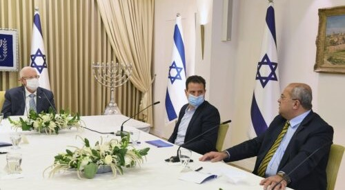 The Joint List delegation consisting of MKs Ayman Odeh (Hadash, center) and Ahmad Tibi (Ta'al, right) met with President Rivlin (left) on Monday evening, April 5, but refrained from recommending any candidate for forming a government.