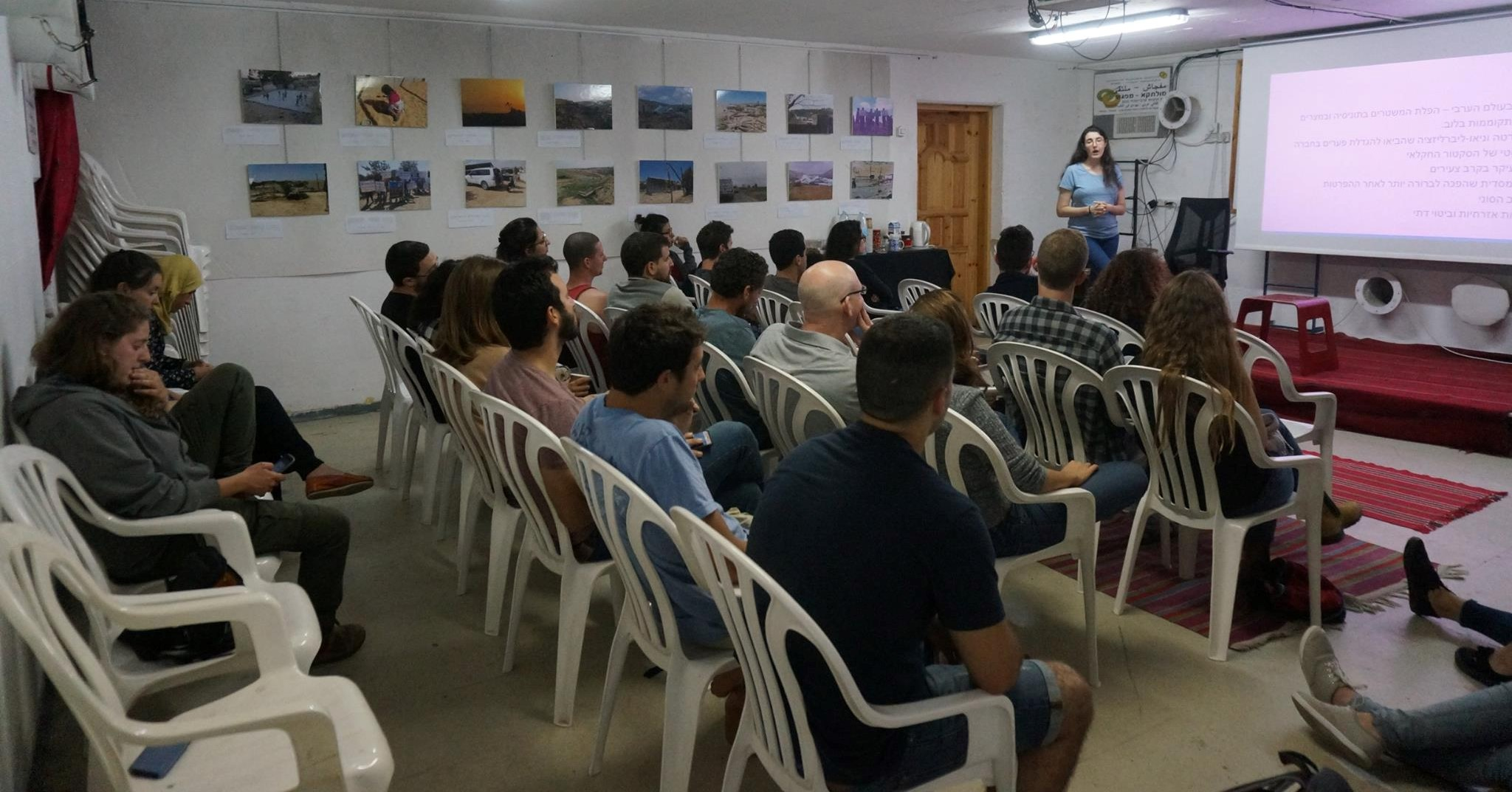 A lecture at the Multaqa-Mifgash center in Be'er Sheva (Photo: NCF)