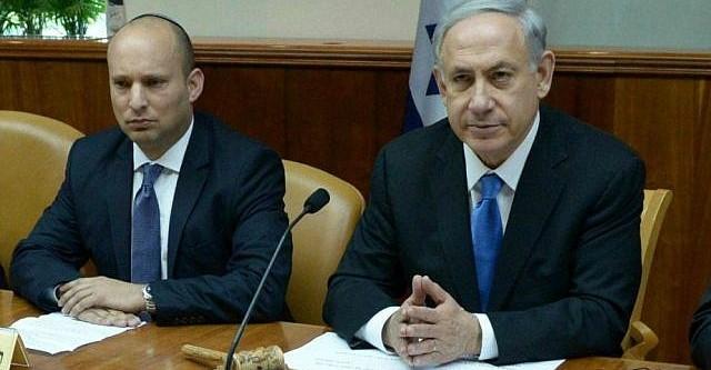 Then Defense Minister Naftali Bennett (left) and Prime Minister Benjamin Netanyahu at a cabinet meeting, February 16, 2015