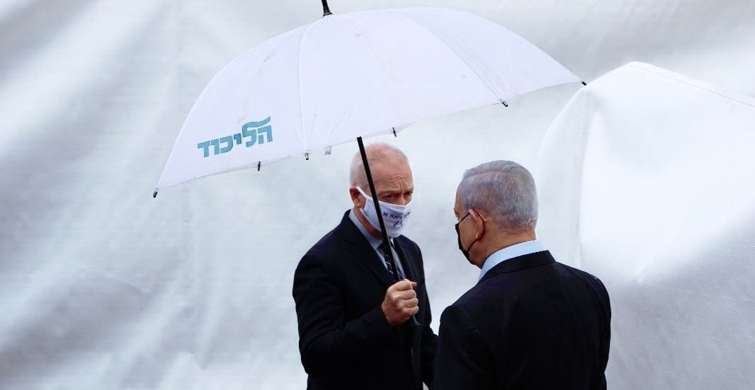 Former Education Minister Yoav Gallant (left) with his mentor, previous PM Benjamin Netanyahu