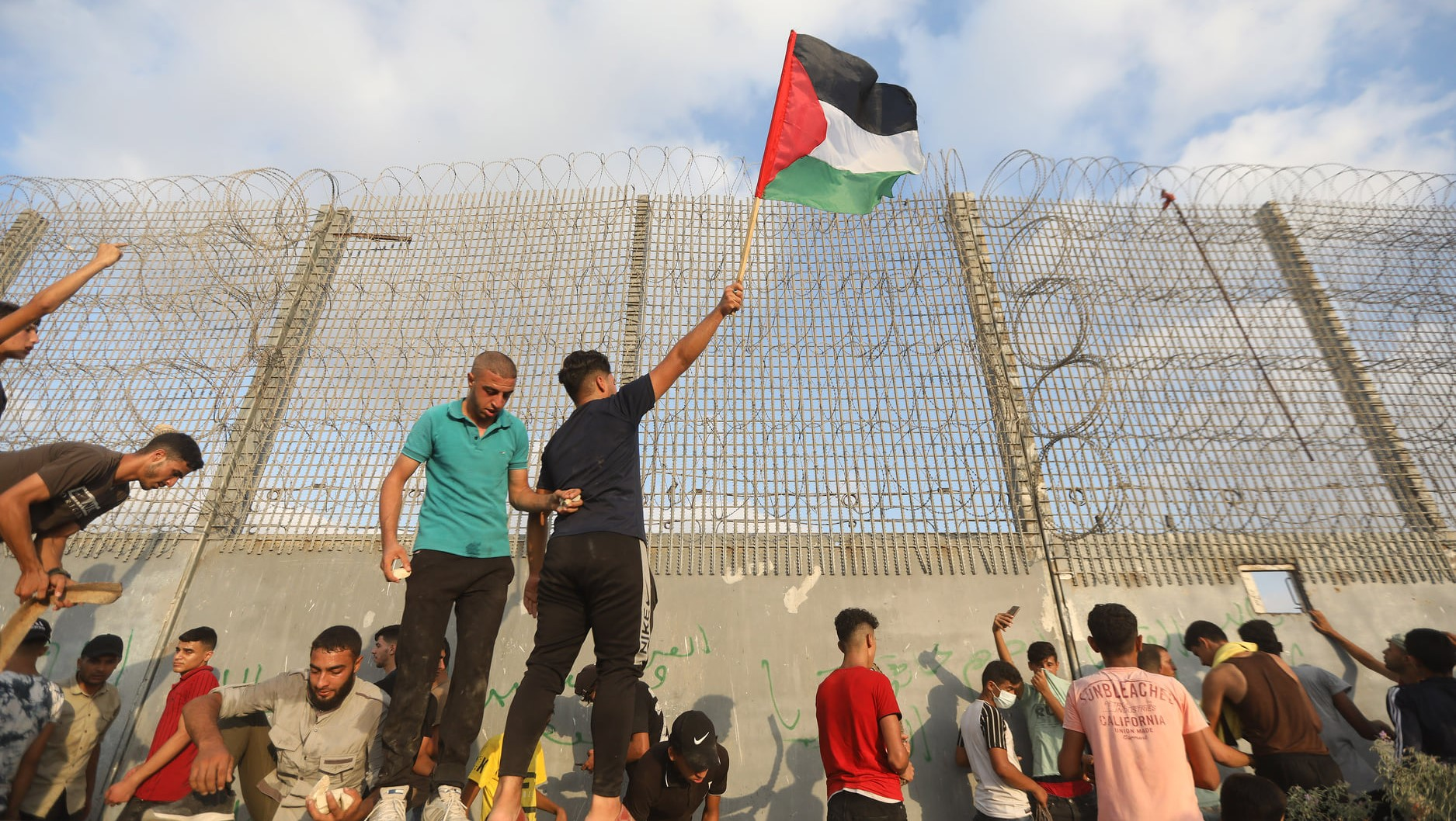 Palestinians along the border fence enclosing the Gaza Strip protest against the Israeli blockade that has been in place for over 14 years (Saturday August 21). Israeli soldiers responded with live fire, injuring 41 protesters, including critically injuring a 13-year-old. An Israeli Border Police sniper was also critically injured while positioned on the other side of the fence.